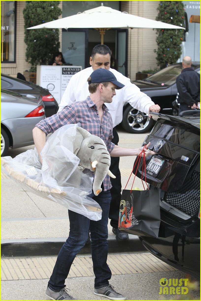 neil patrick harris christmas shopping in beverly hills 052611322