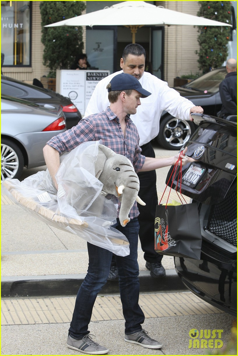 neil patrick harris christmas shopping in beverly hills 062611323