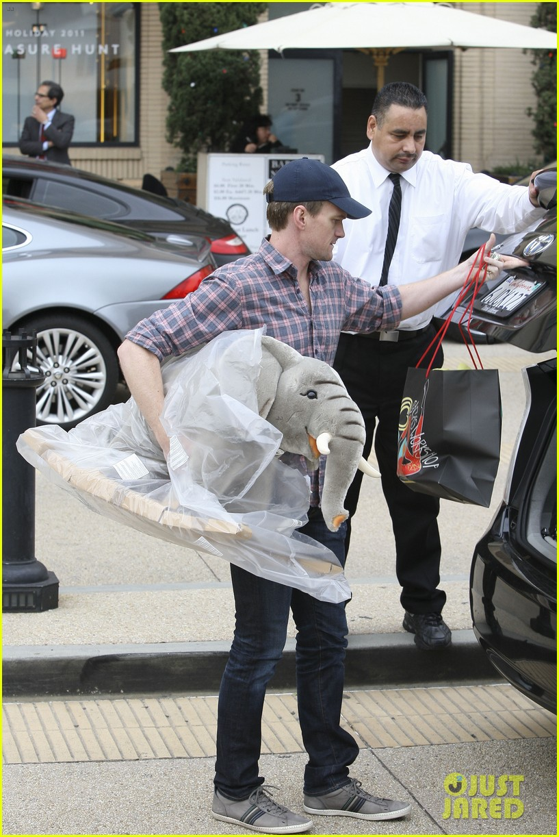 neil patrick harris christmas shopping in beverly hills 072611324