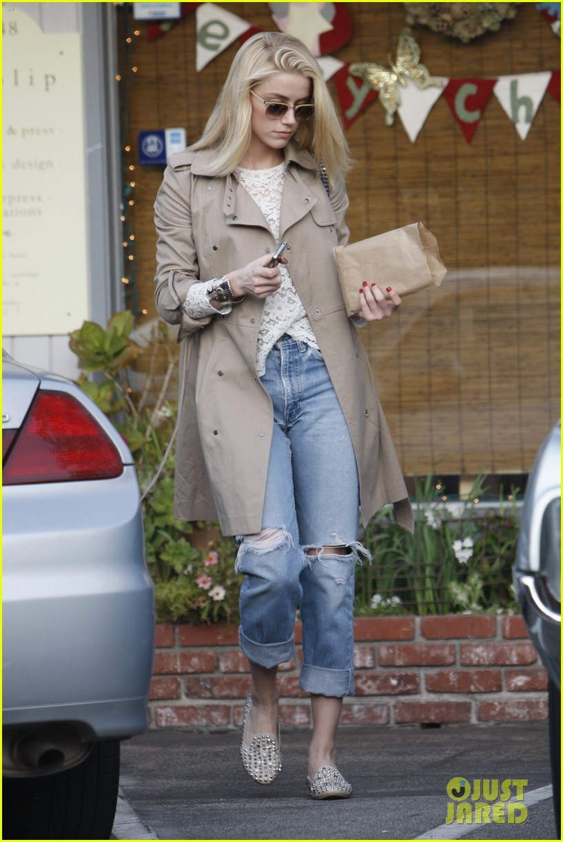 amber heard trench ripped jeans 032611562