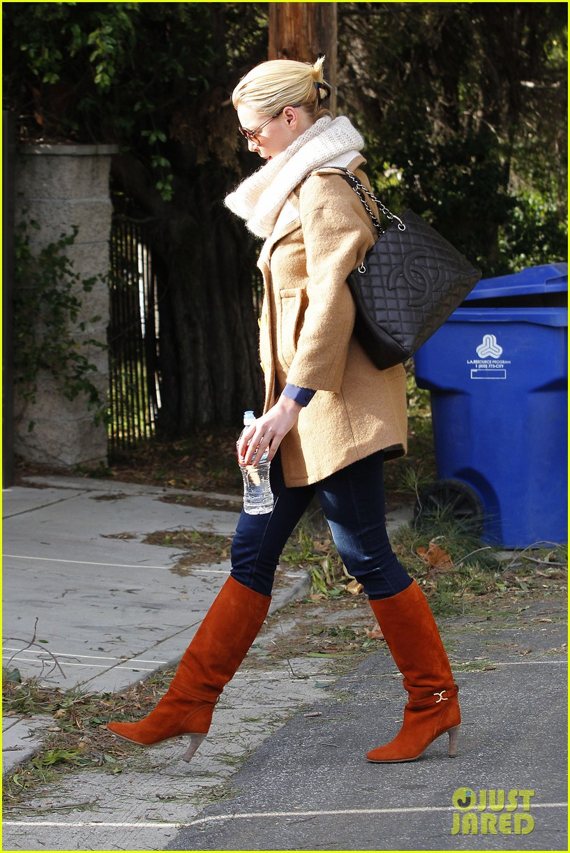 katherine heigl bundles up 03