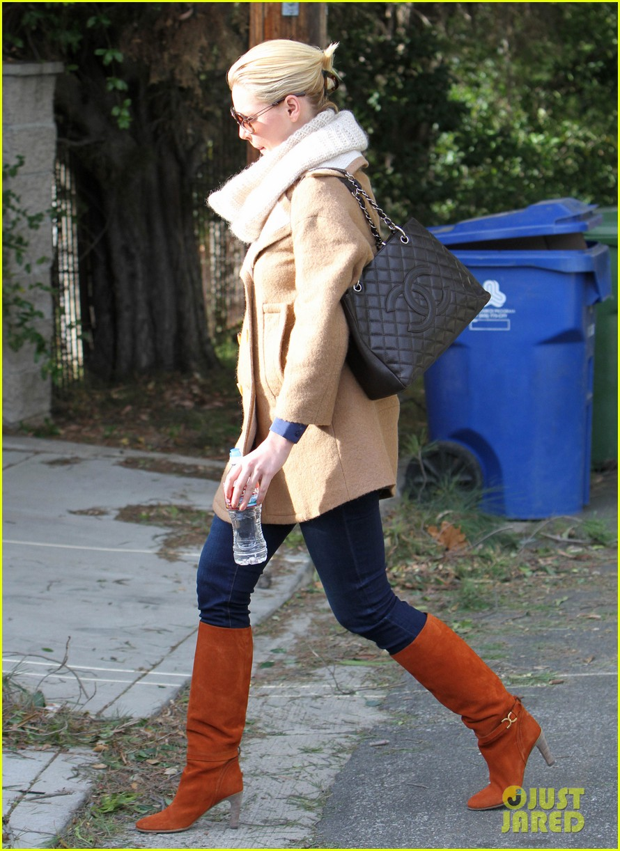 katherine heigl bundles up 07