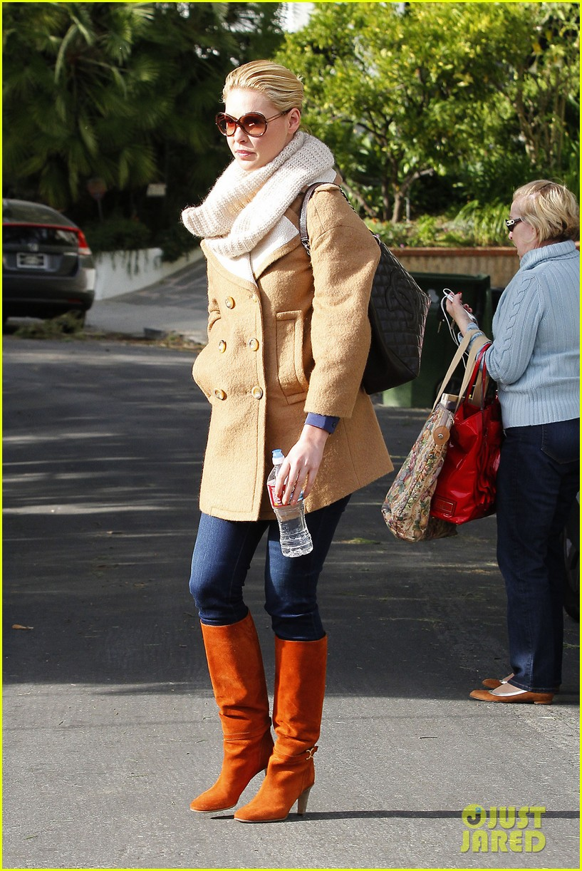 katherine heigl bundles up 08