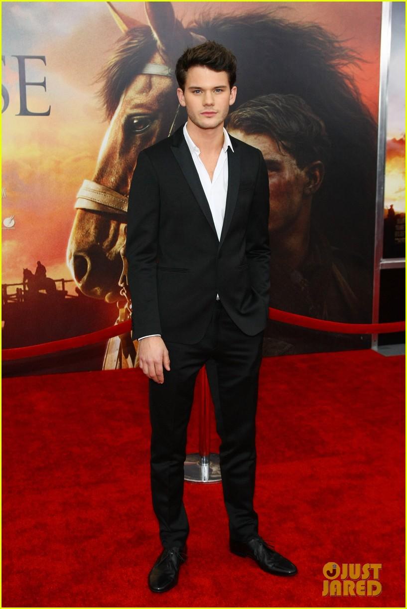 tom hiddleston jeremy irvine war horse 042606600