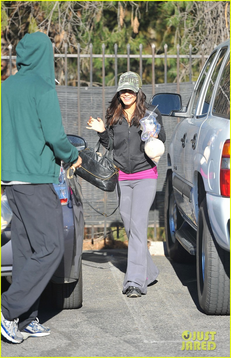 vanessa hudgens austin butler xmas weekend 11