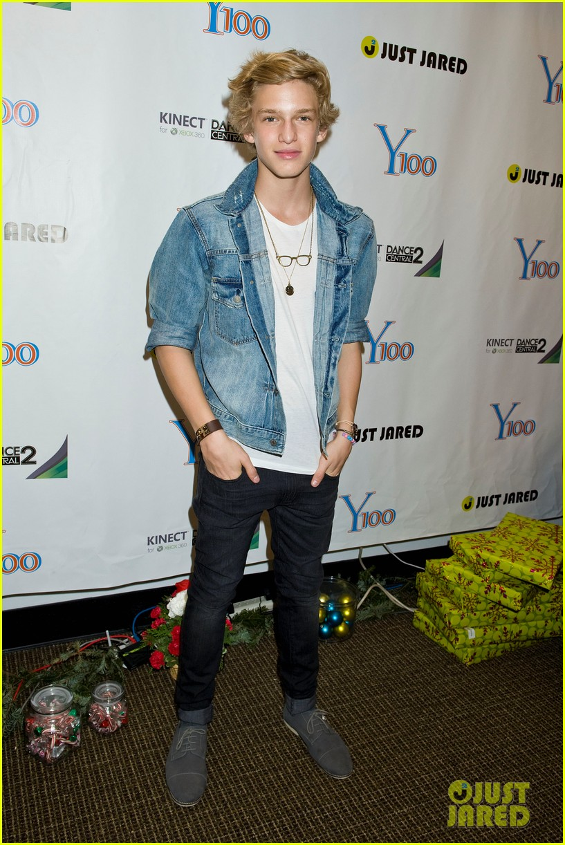 y100 jingle ball gift bag 022611350
