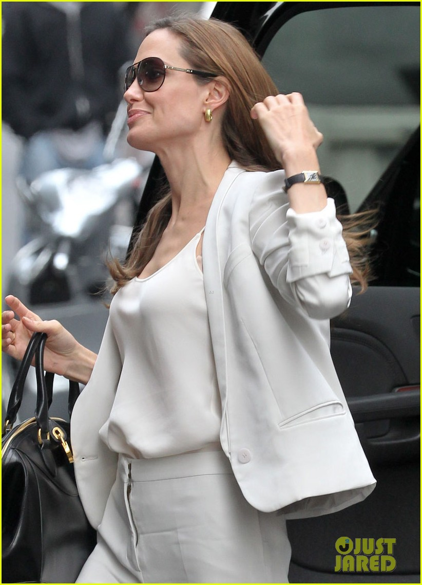 angelina jolie white suit nyc 012606743
