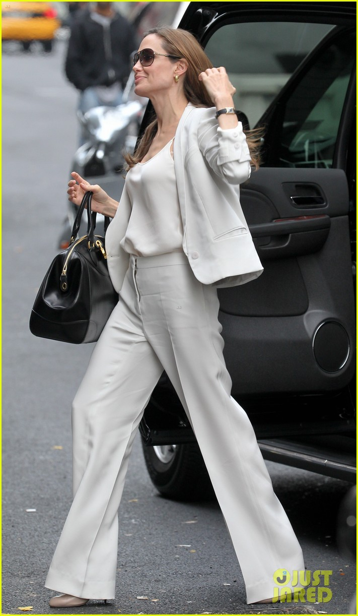 angelina jolie white suit nyc 022606744