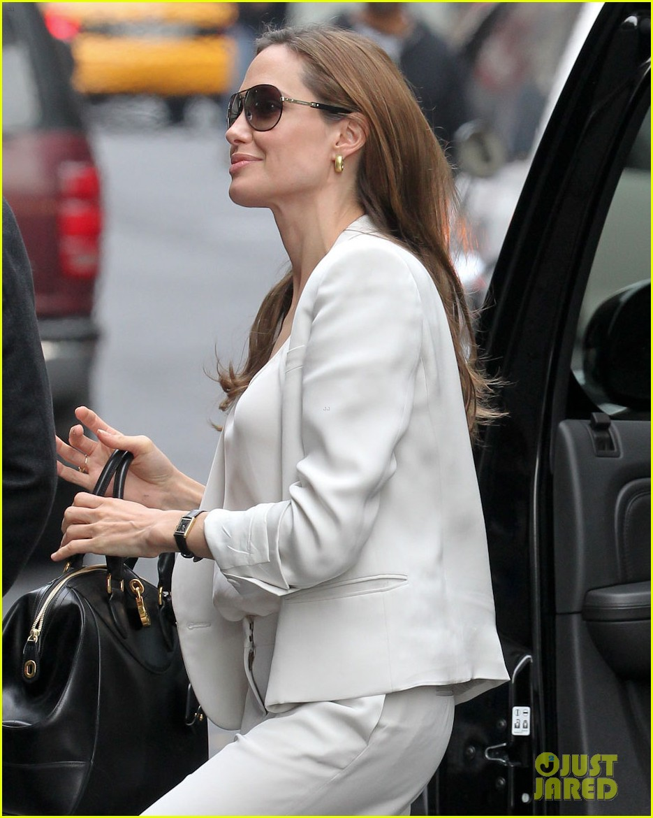 angelina jolie white suit nyc 042606746