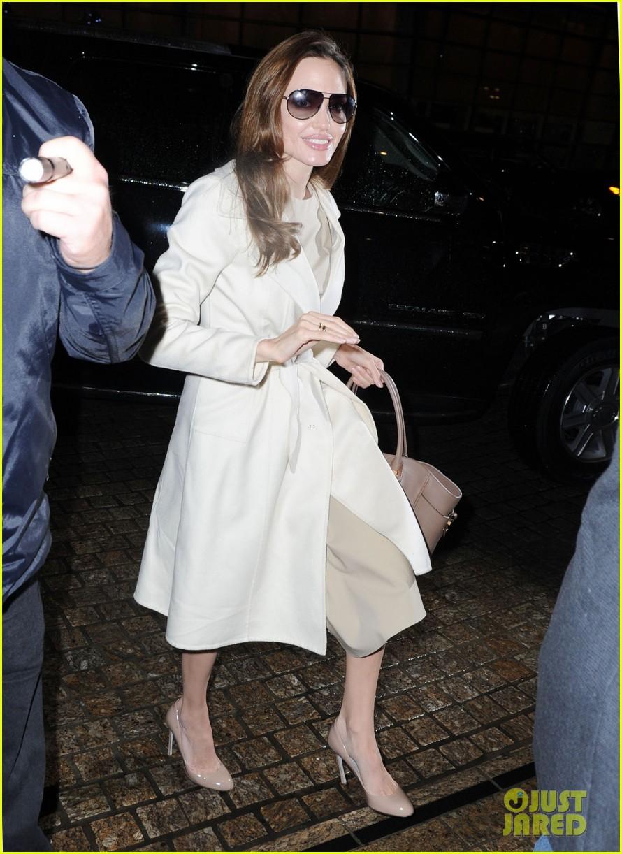angelina jolie white coat 052607278