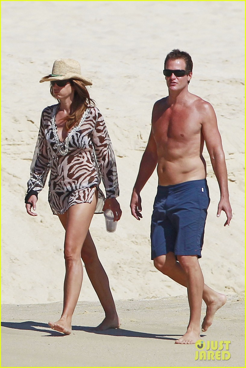 stacy keibler cindy crawford beach stroll 04