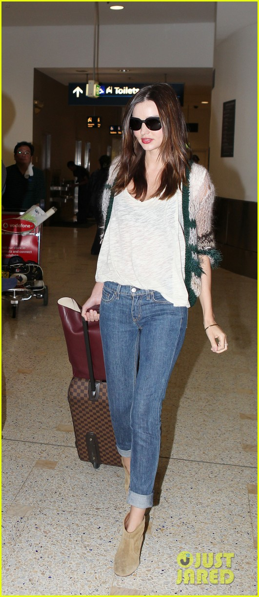 miranda kerr orlando bloom australia airport 03