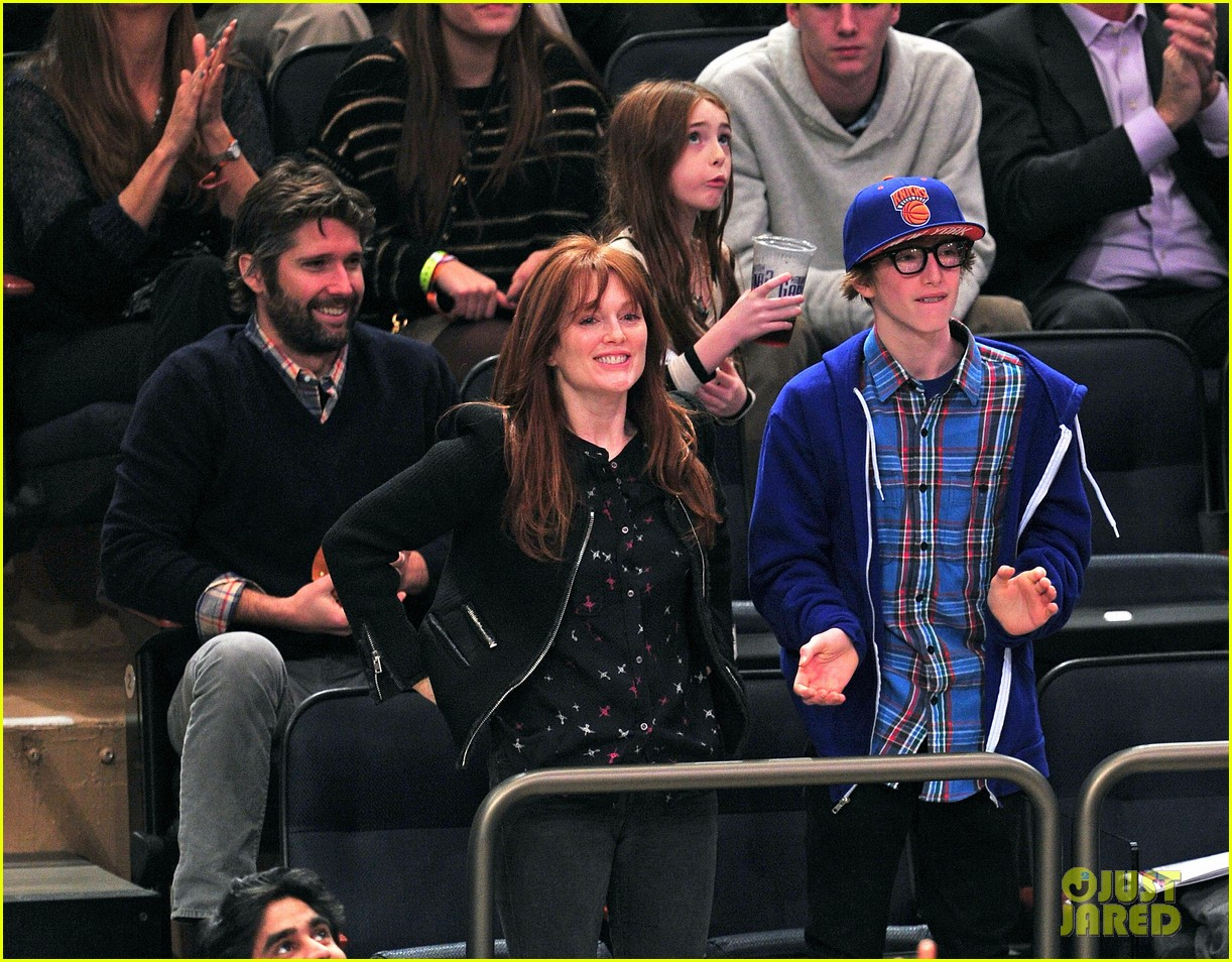 alicia keys julianne moore knicks game 052612503