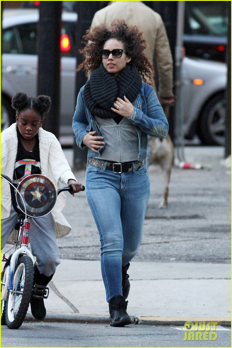 Alicia Keys: Go See 'Stick Fly' On Broadway!: Photo