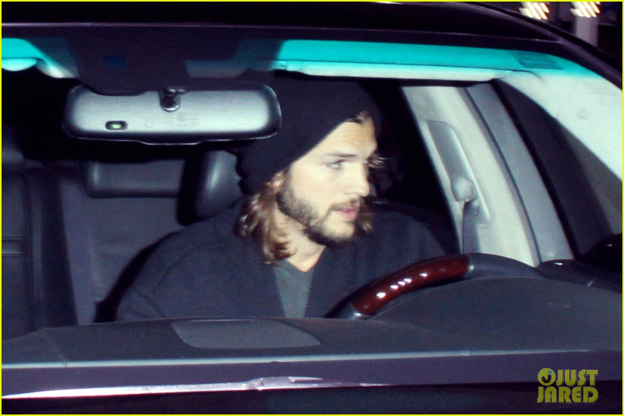 ashton kutcher gas station 02