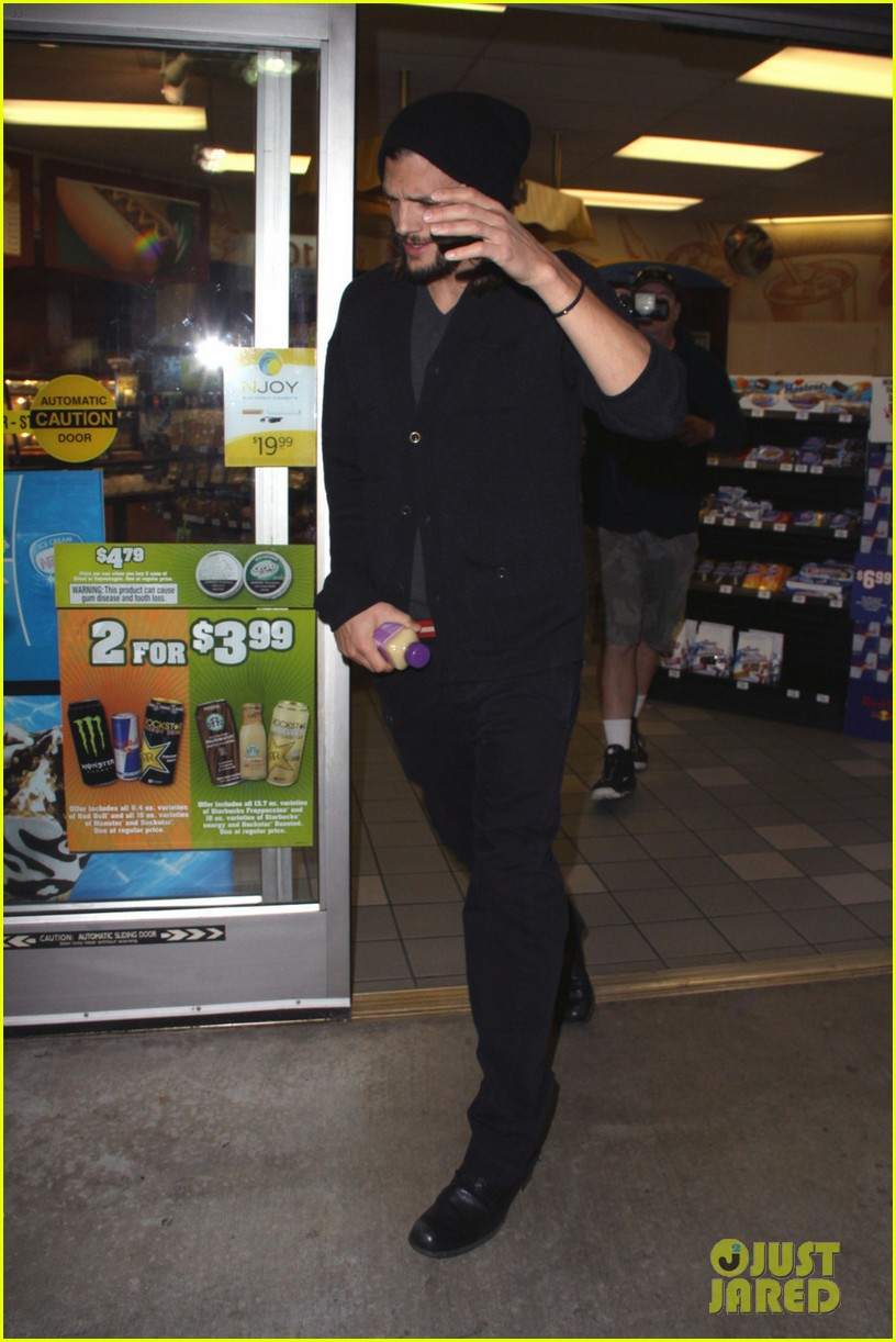 ashton kutcher gas station 052605507