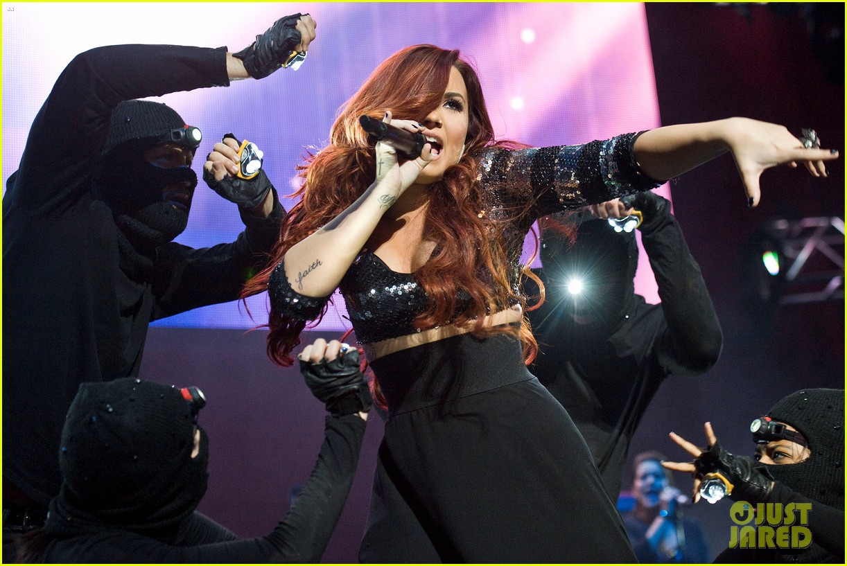 demi lovato avril lavigne y100 jingle ball 11