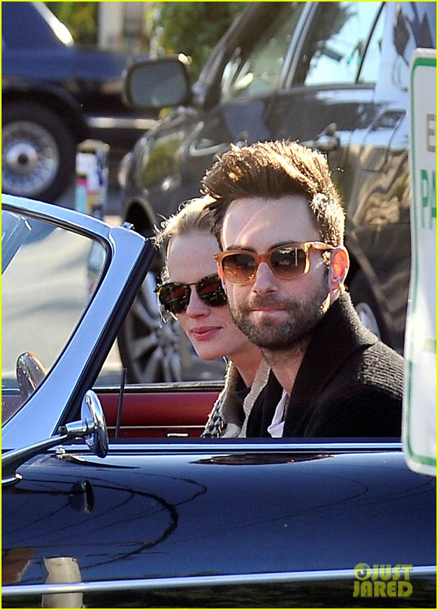 Adam Levine & Anne V: Christmas with the Lakers!: Photo 2612504 ...