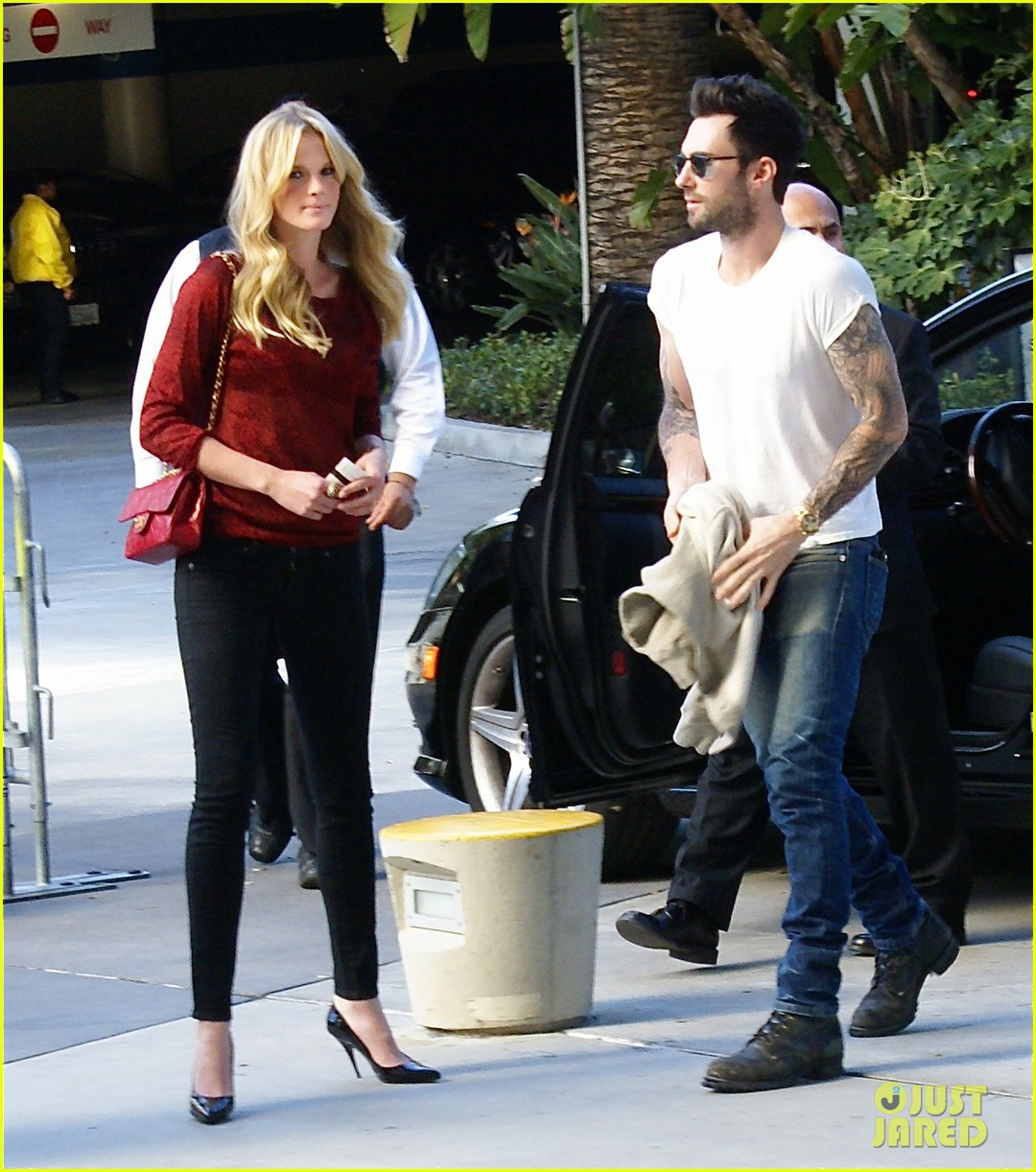 adam levine anne v christmas lakers 03