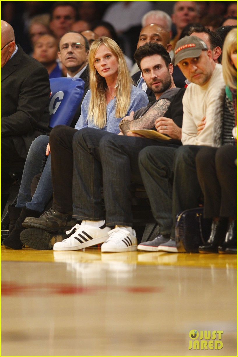 adam levine anne v lakers lovers 032612847