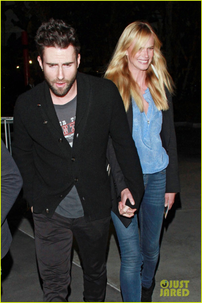 adam levine anne v lakers lovers 06