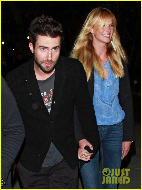 adam levine anne v lakers lovers 102612854