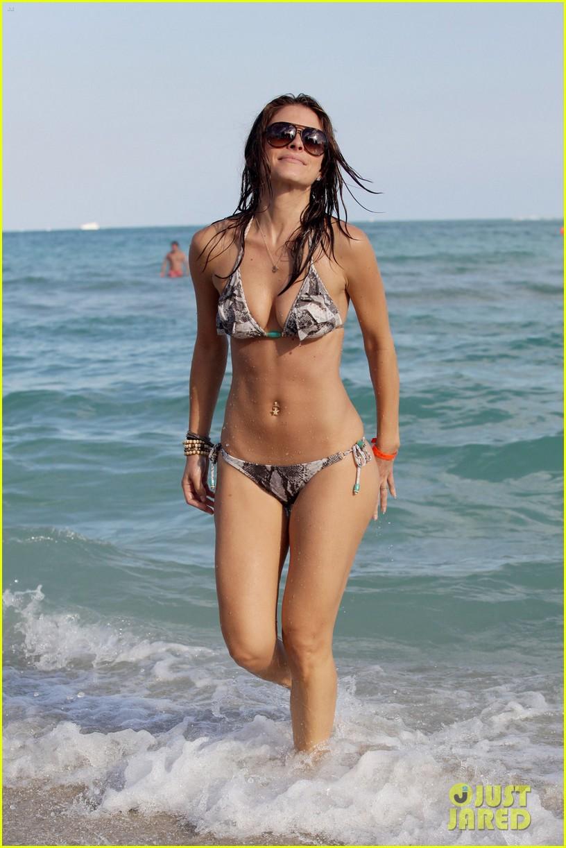 maria menounos bikini ocean 02