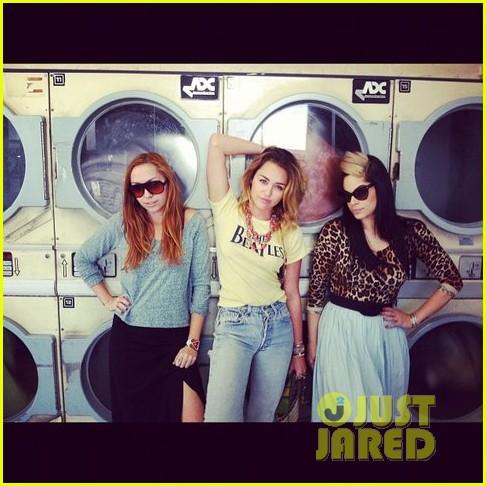 miley laundromat 022612885