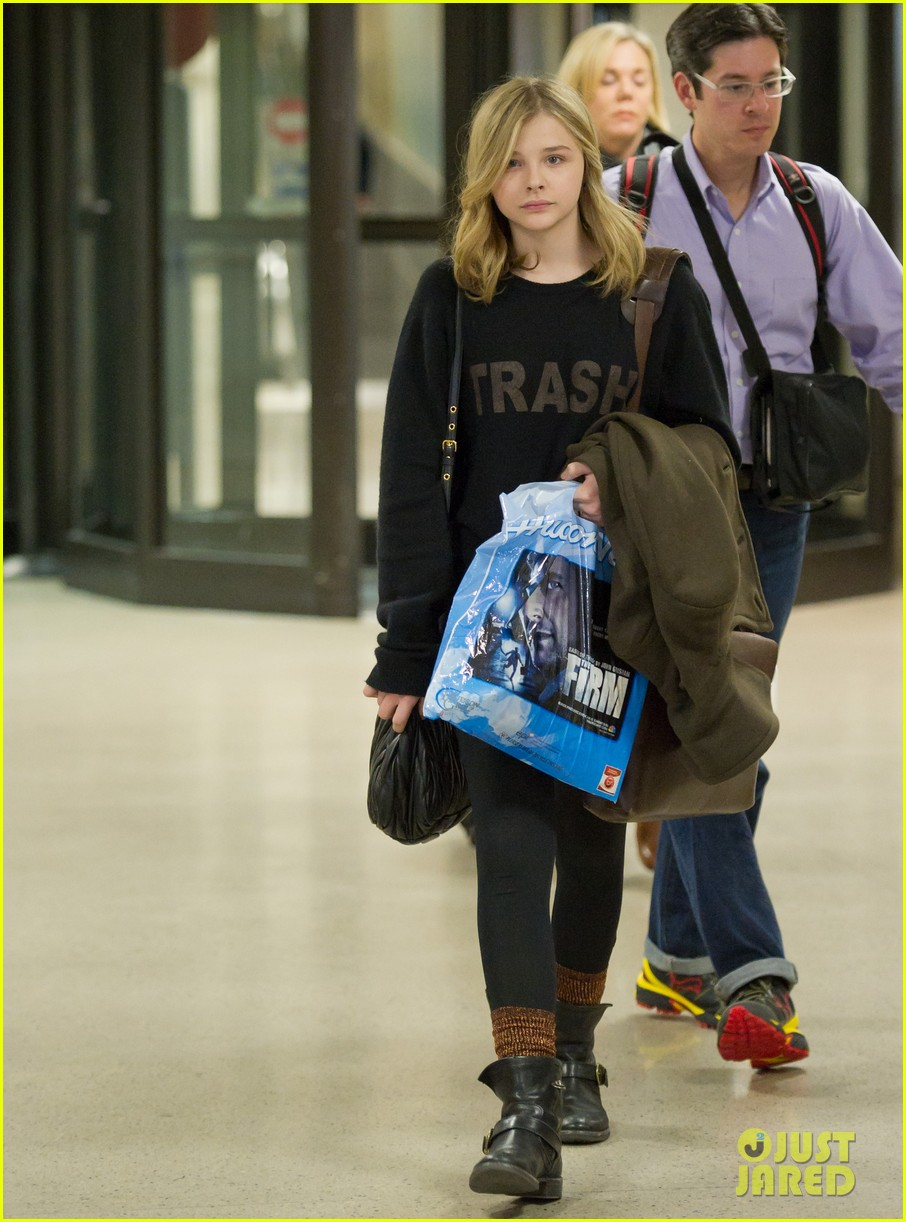 chloe moretz airport girl 05