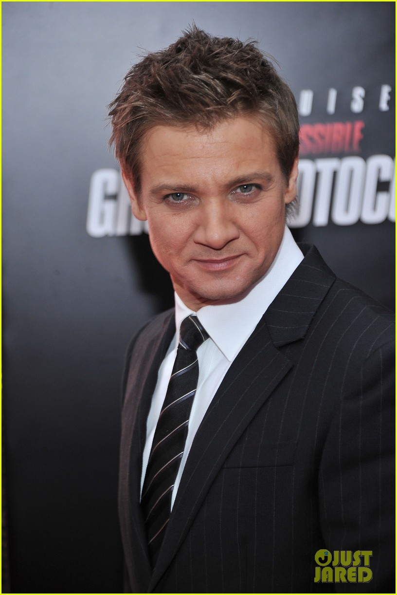 paula patton jeremy renner mission impossible nyc 02