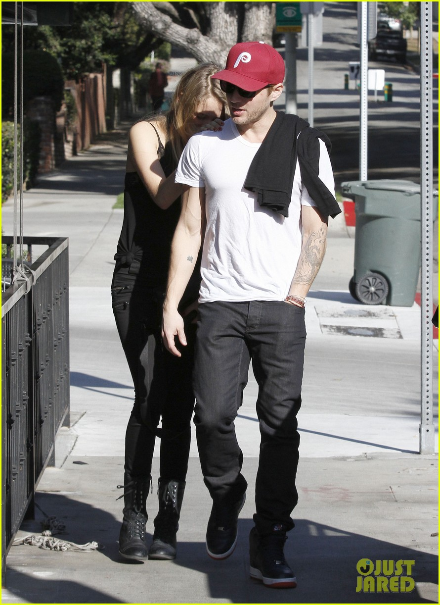 ryan phillippe lunch mystery gal 112612106