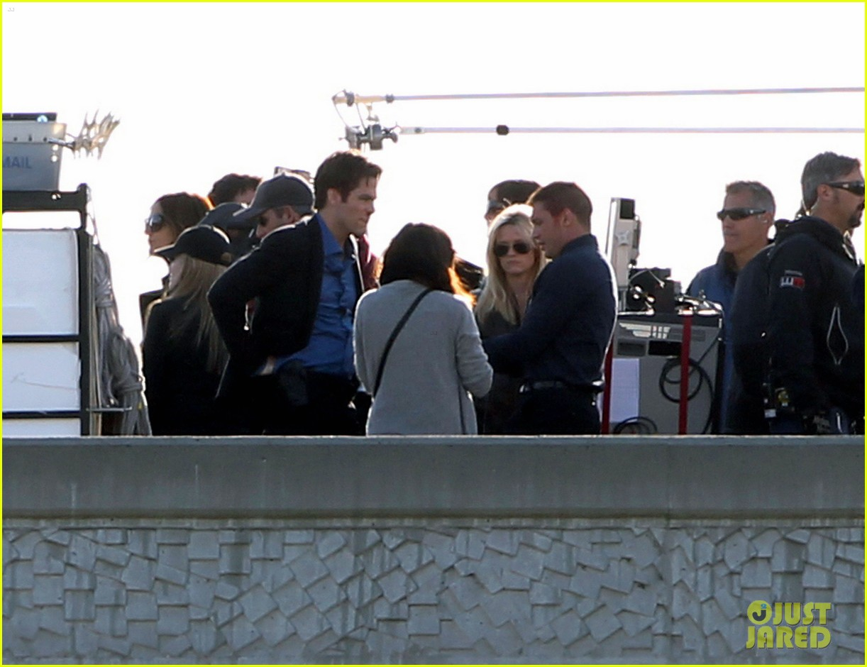 reese witherspoon chris pine this means war reshoots 01