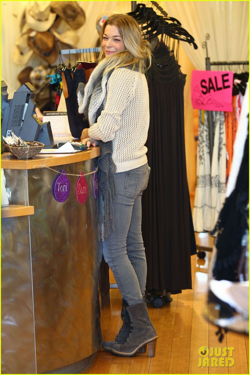 leann rimes shops for a hat 102610793
