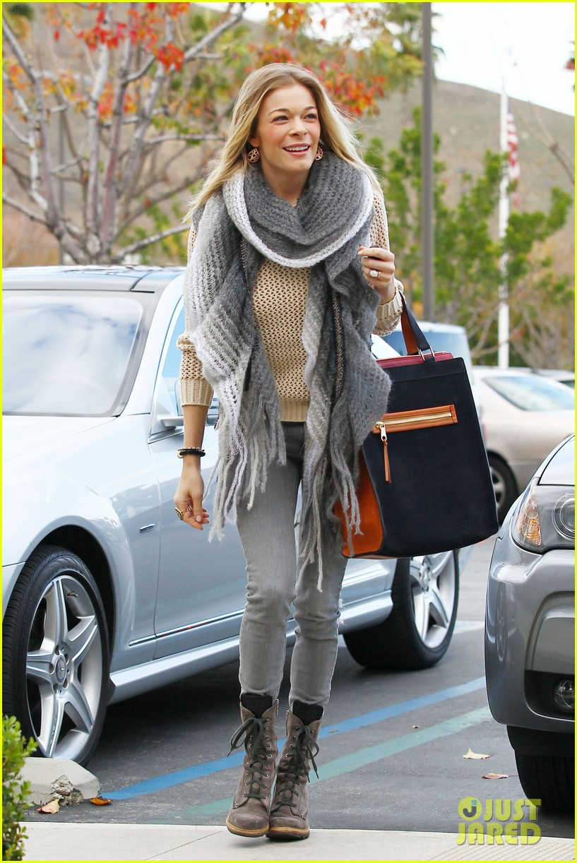 leann rimes shops for a hat 162610799