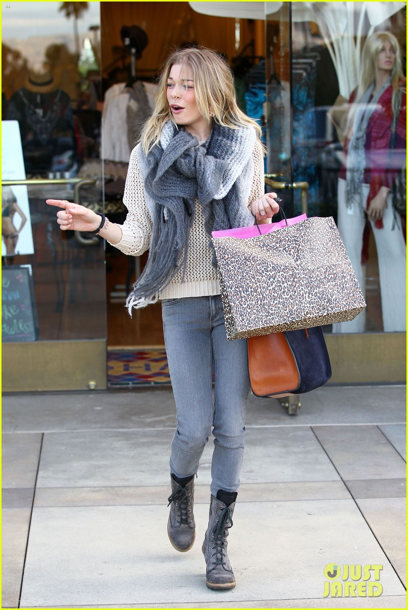 leann rimes shops for a hat 21
