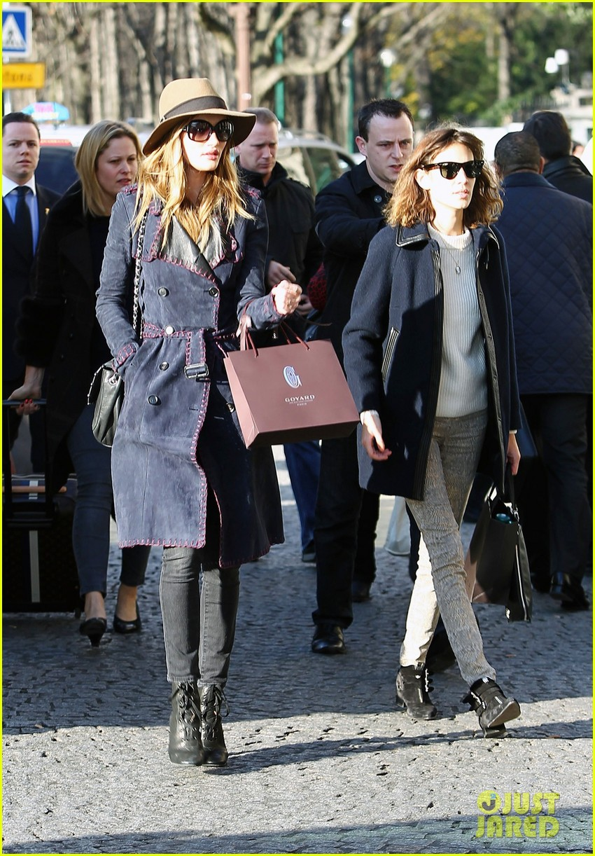 rosie huntington whiteley paris train station 022605774