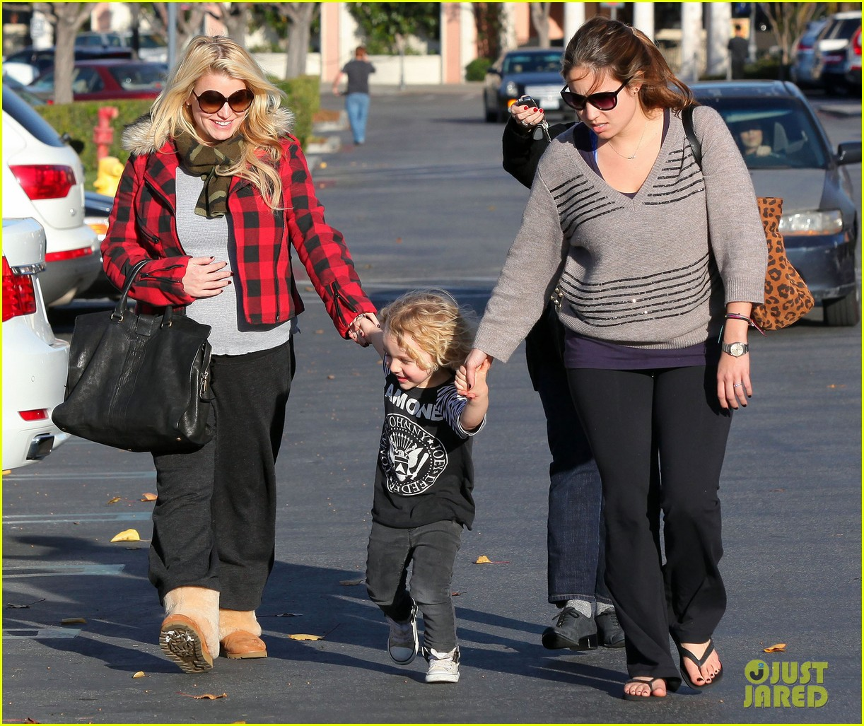 Jessica Simpson Day Out With Mom Tina Bronx Photo 2612146