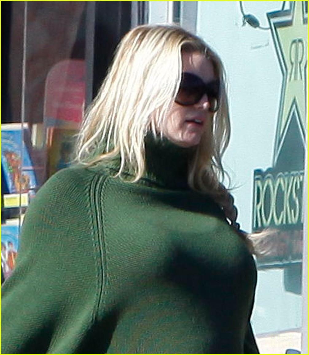 jessica simpson green poncho pregnant 022612891