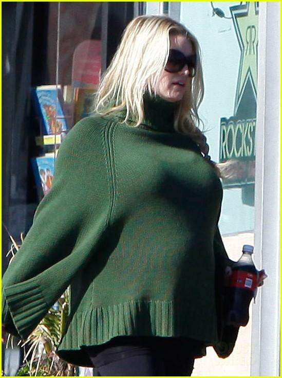 jessica simpson green poncho pregnant 042612893