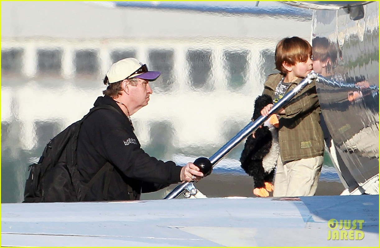 britney spears jason trawick family landing 032610944