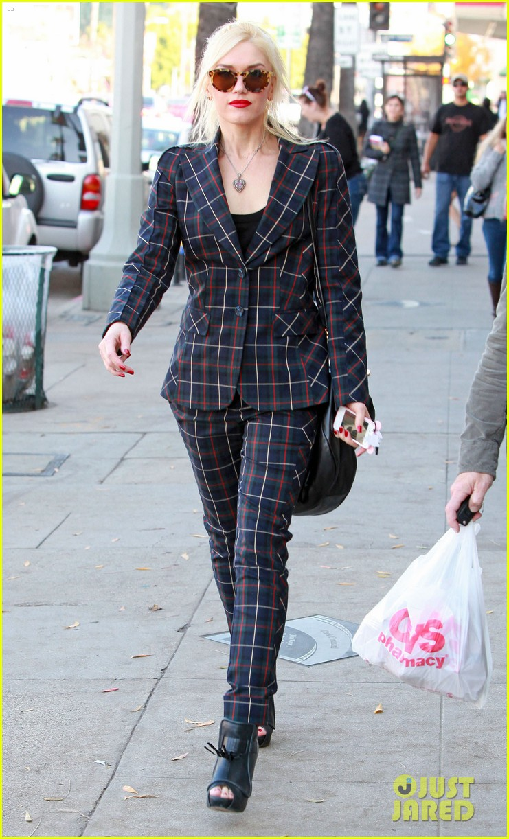 gwen stefani plaid lady in west hollywood 042611687