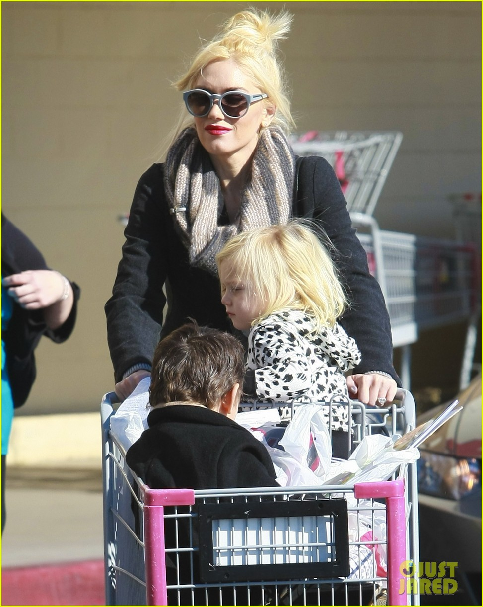 gwen stefani christmas shopping kingston zuma 14