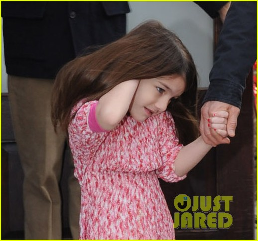 tom cruise suri leave hotel 03