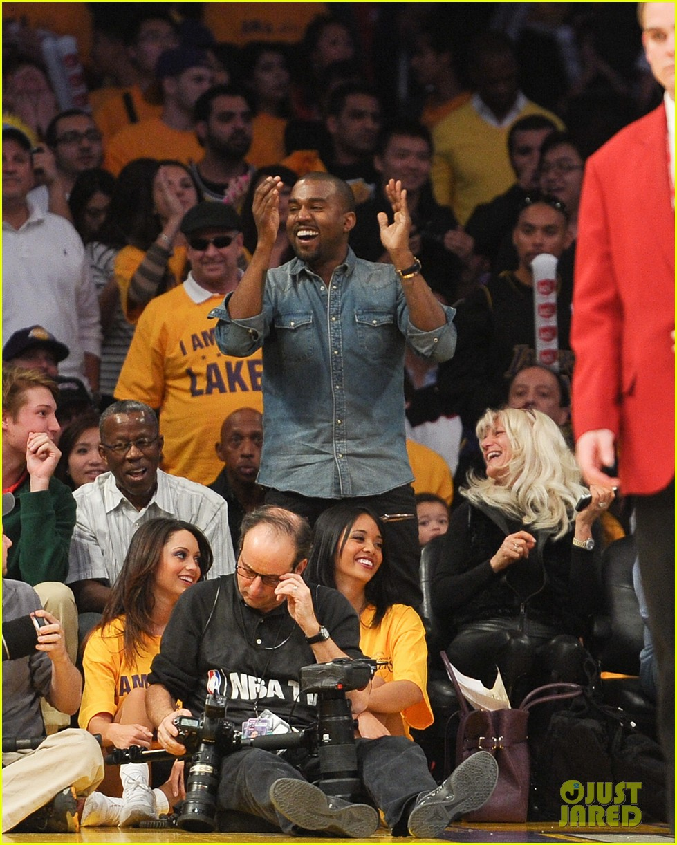 kanye west lakers game with lil wayne 032612571