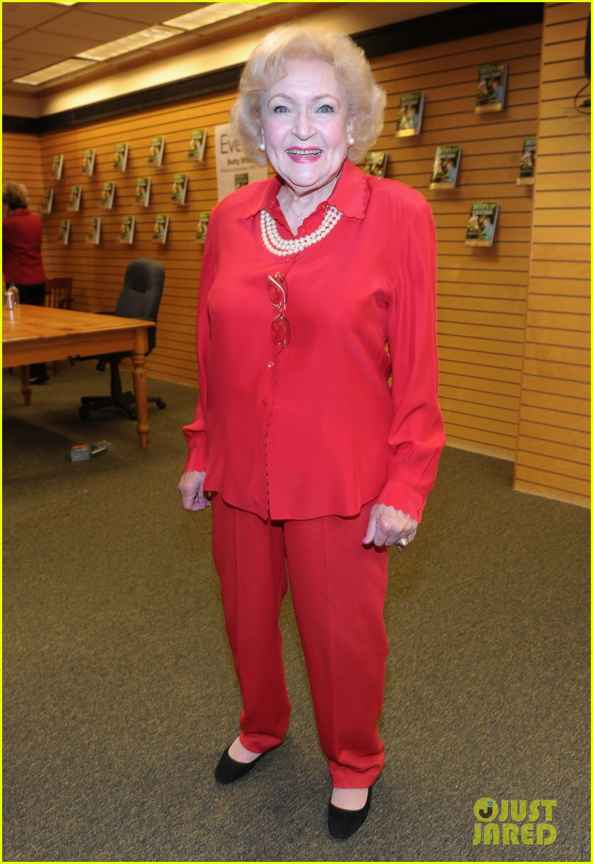 betty white book signing 012611607