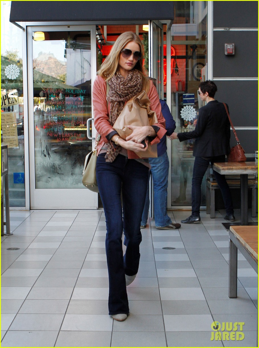rosie huntington whiteley prepares for christmas dinner 062612359