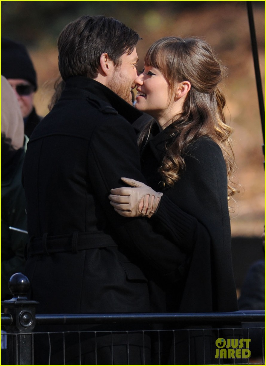 olivia wilde jason bateman longest week kiss in central park 032605740