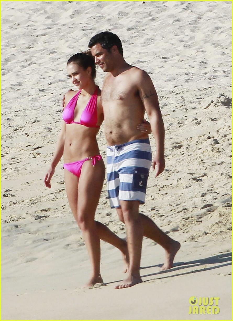jessica alba hot pink bikini 042614081