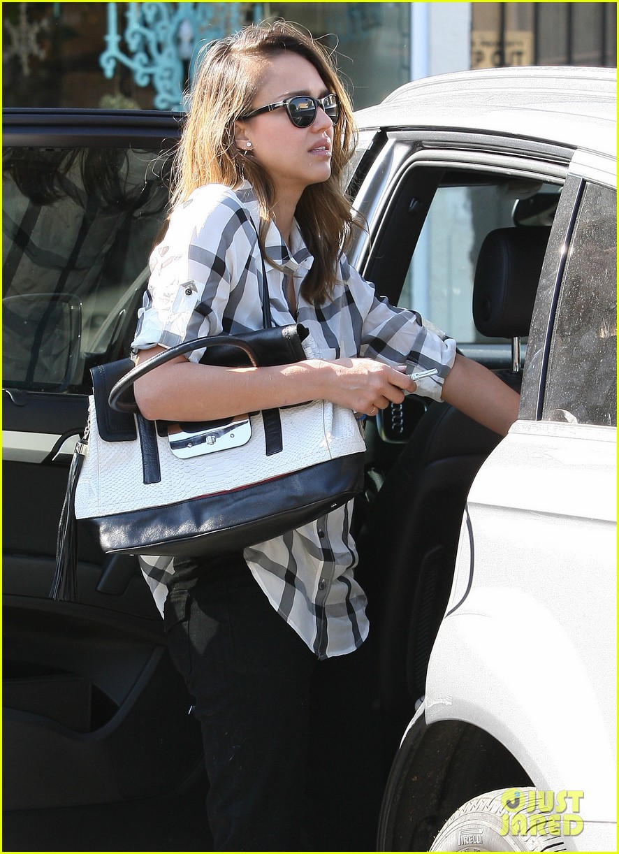 jessica alba shopping honor 14