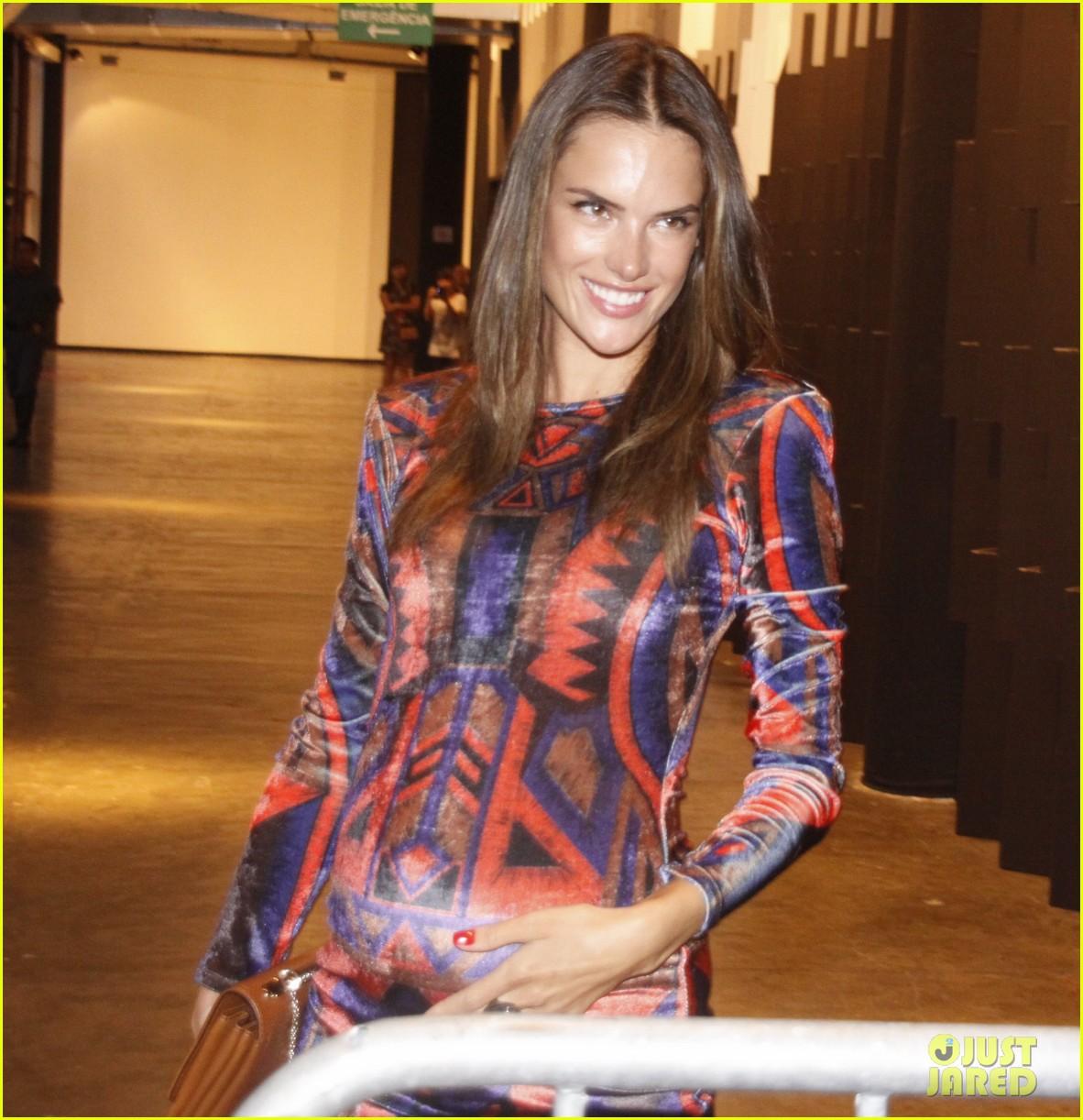 alessandra ambrosio colcci fashion show 08